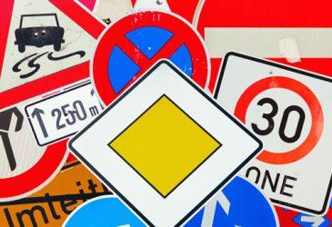 Kuriose Verkehrsregeln auf Reisen – kann es wirklich wahr sein?