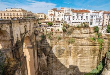 Mit dem Mietwagen durch Andalusien: Weite Strände, weiße Dörfer, quirlige Städte
