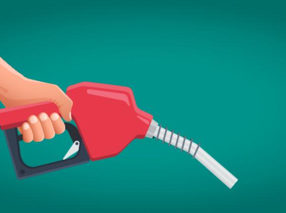 6 Tipps, mit denen ihr im Urlaub Benzin sparen könnt.